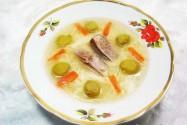 суп с лапшой и зелёными абрикосами