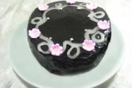 торт бисквитный шоколадный с абрикосовым джемом