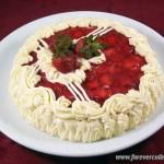 Торт с клубникой и творогом «Санта»