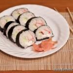 Суши роллы с крабовым мясом и сливочным сыром
