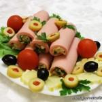 Колбасные рулетики с сыром