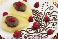 груша с шоколадным соусом
