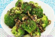 брокколи с грибами и кунжутом