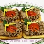 Паштет из куриной печенки с крекерами