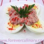Яйца под огуречным соусом