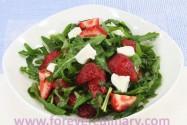салат с клубникой и руколой