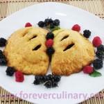 Пирожки из творожного теста с вишней