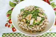 салат кольцевой с фасолью и рукколой